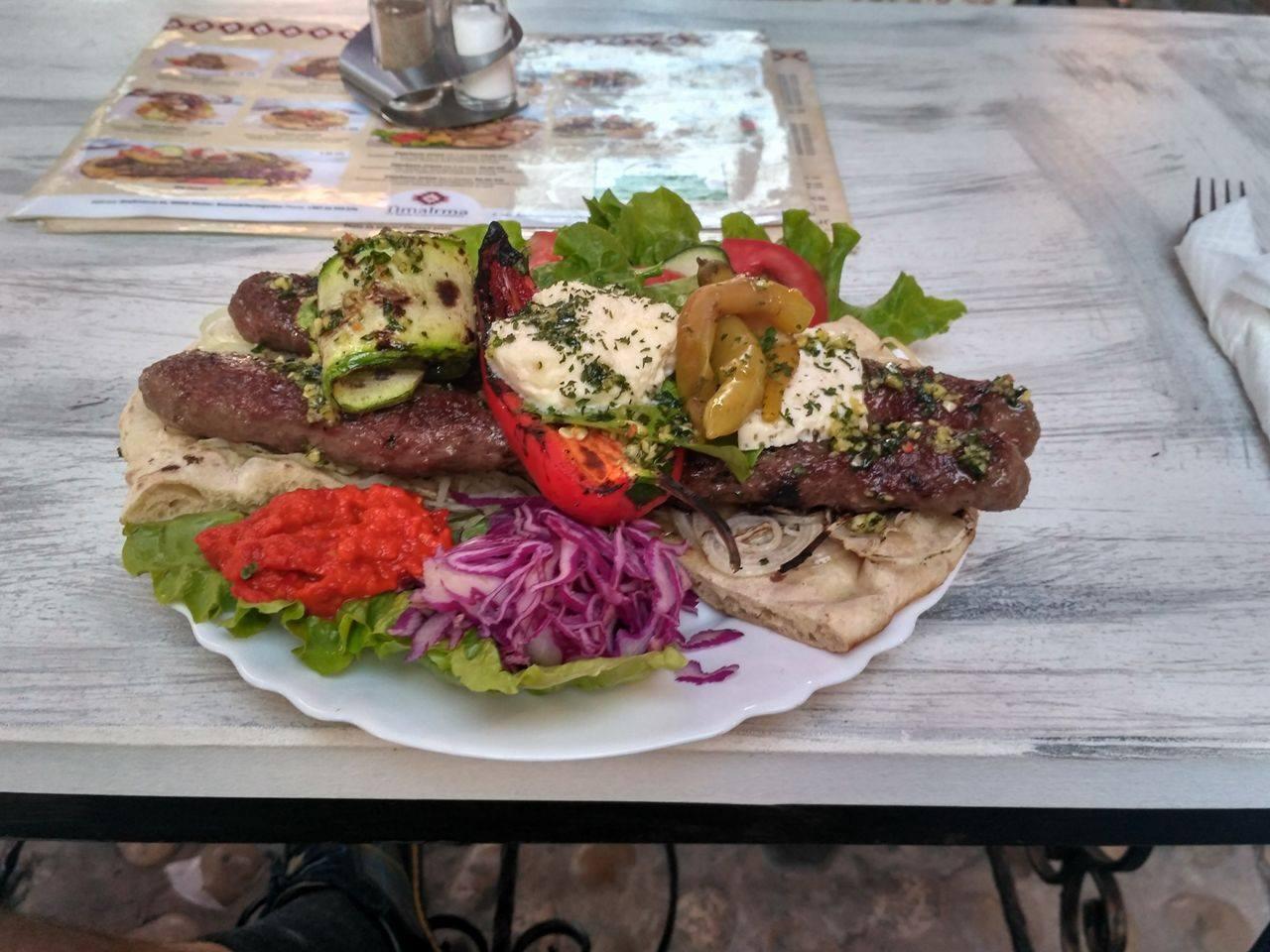 Ceny w Bośni i Hercegowinie - obiad w jednym z drószych miejsc w kraju - Mostarze - 9 KM ( 18 zł )