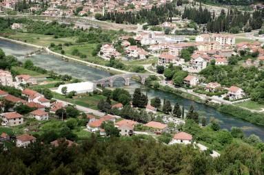 Rzeka Trebasnica i legendarny most Arslanagicia