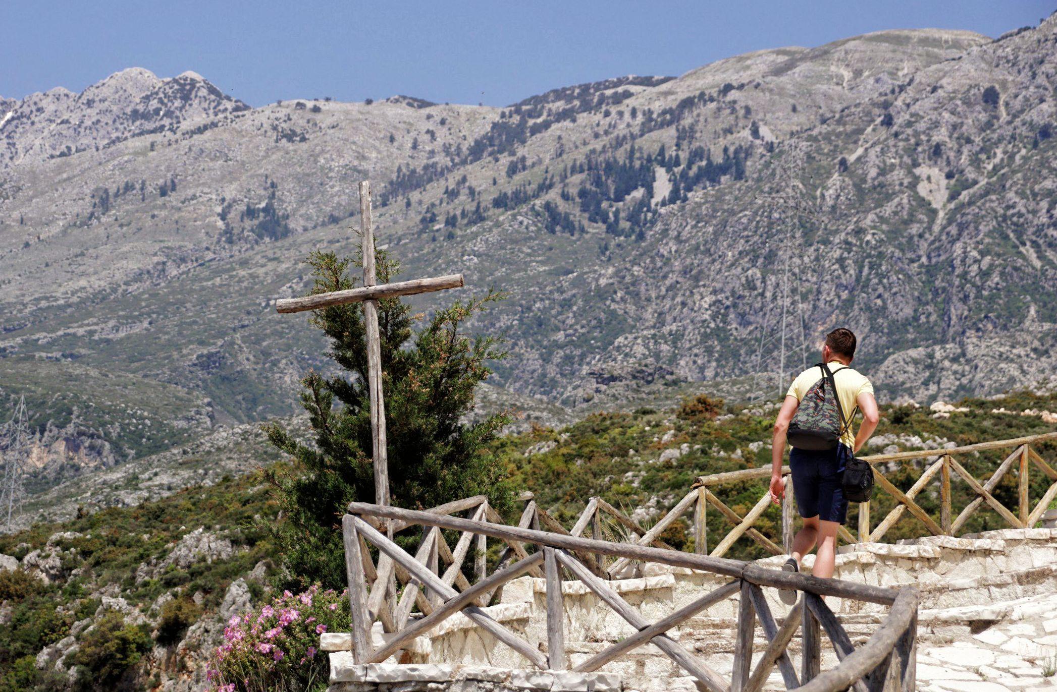 Widoki na górską okolicę Dhermi