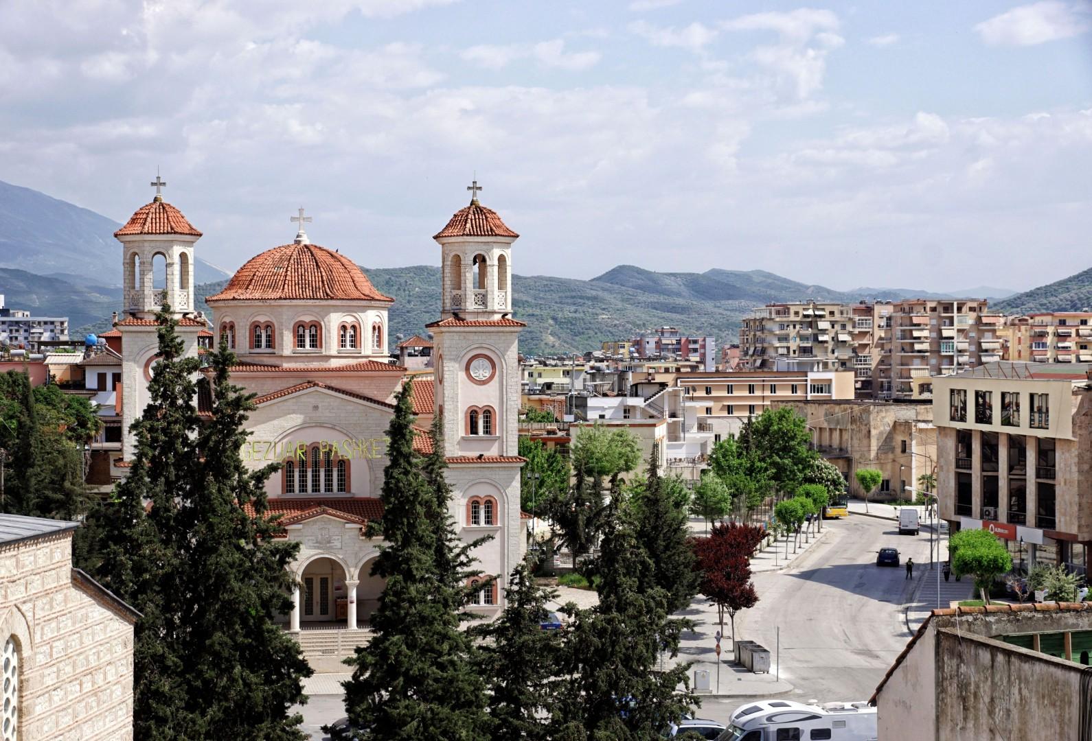 Katedra św. Dymitra i widok na Berat