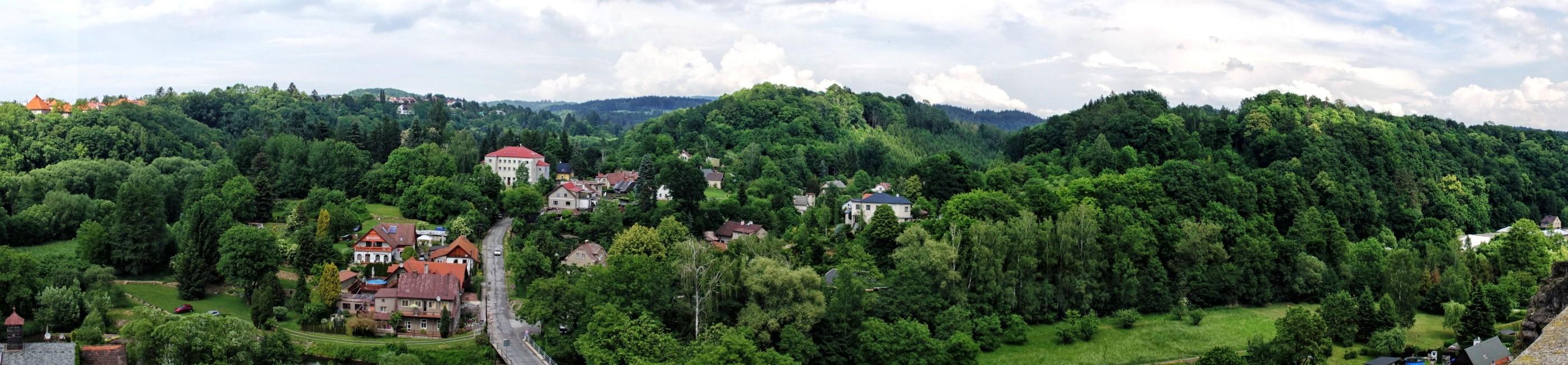 Tutaj widzimy jak pięknie położone jest Nove Mesto nad Metuji