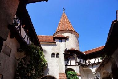 Zamek Bran - dziedzińce zamkowe
