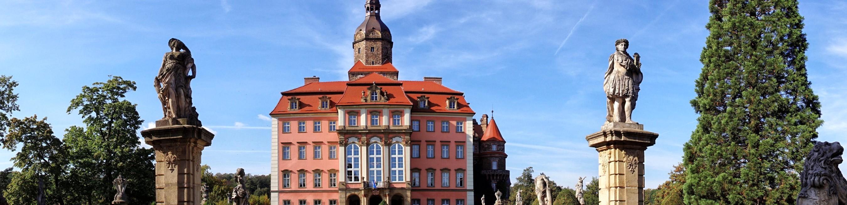 Zamek Książ w panoramie z dziedzińca głównego