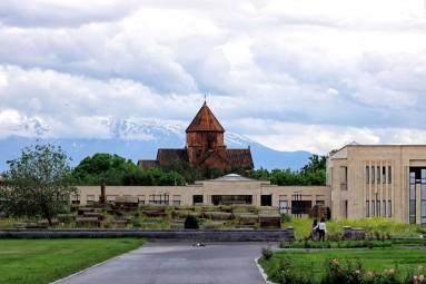 Ararat na tle Eczmiadzynu