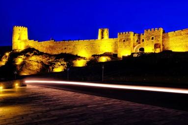 Twierdza Rabati nocą.