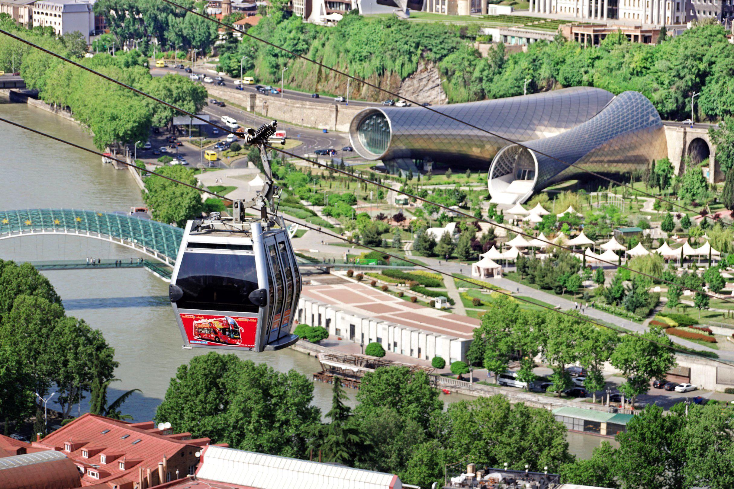 Futurystyczna kolejka linowa na twierdzę Narikala to wielka atrakacja Tbilisi