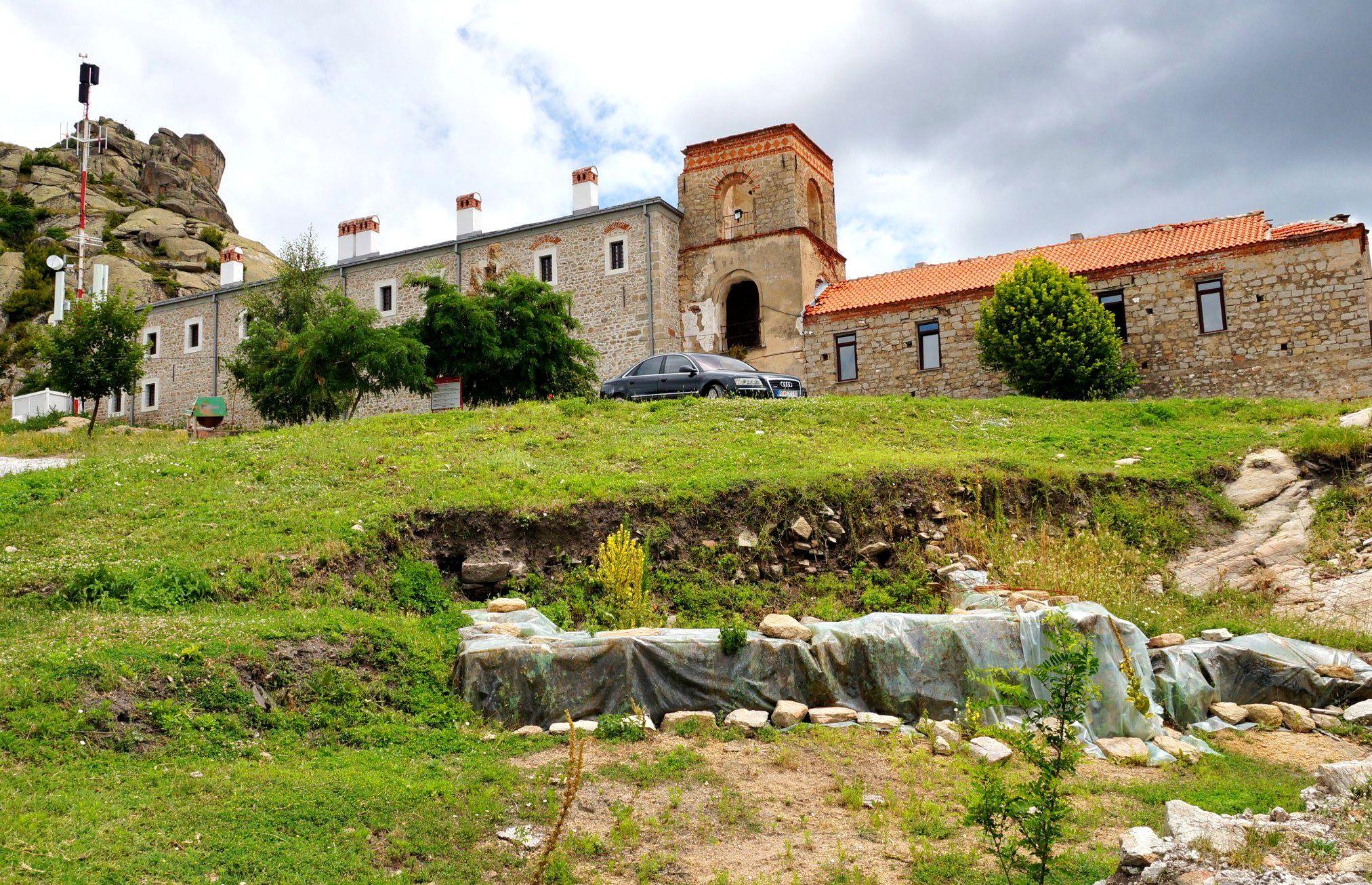 Klasztor Treskavec w czasie odbudowy