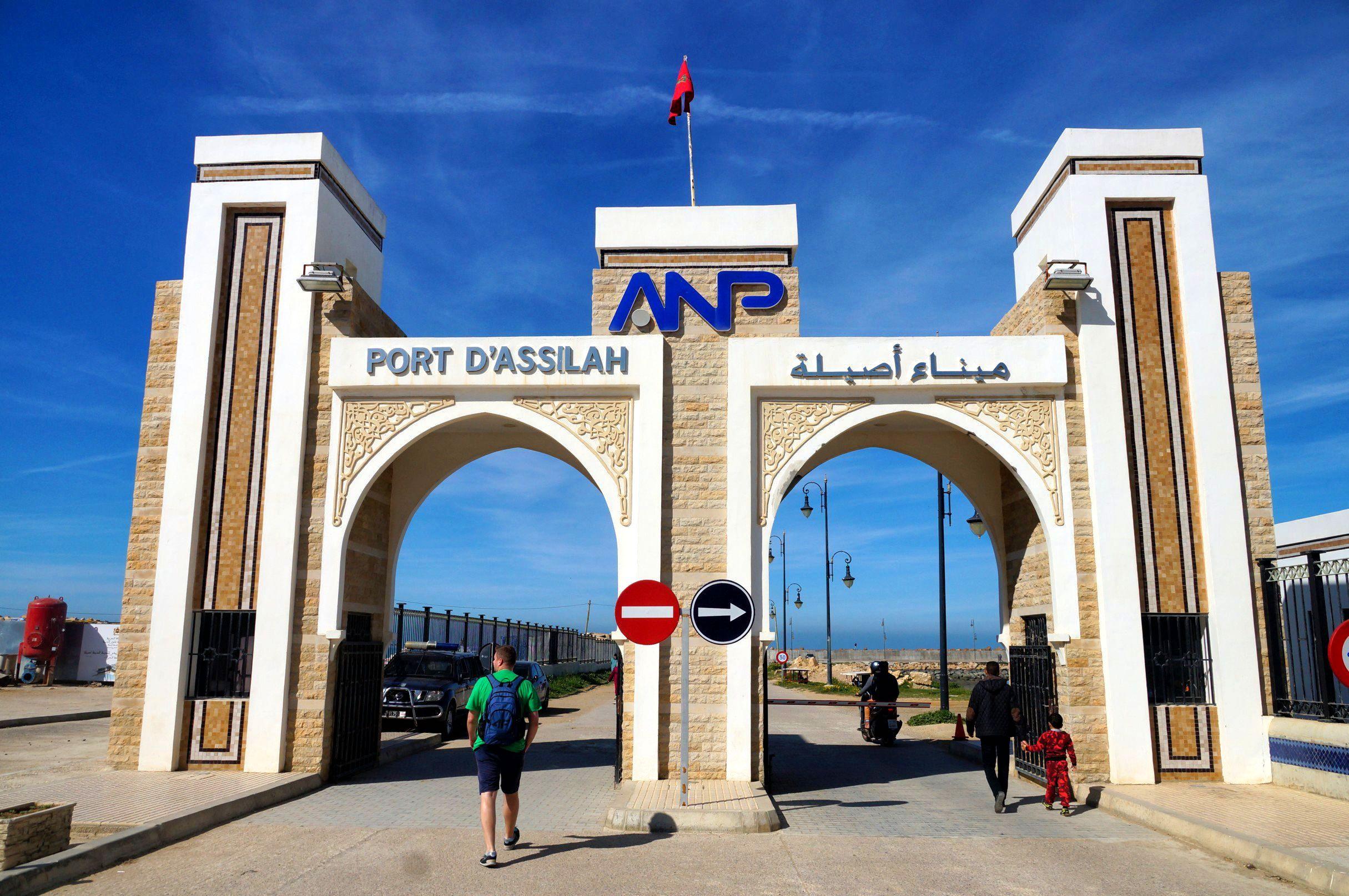 Wejście do portu morskiego w Asilah